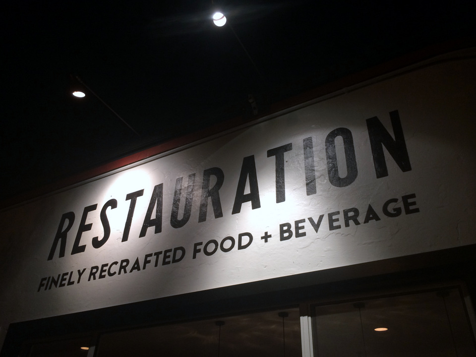 Restauration | Long Beach Retro Row Restaurant | Charla Blue Photography